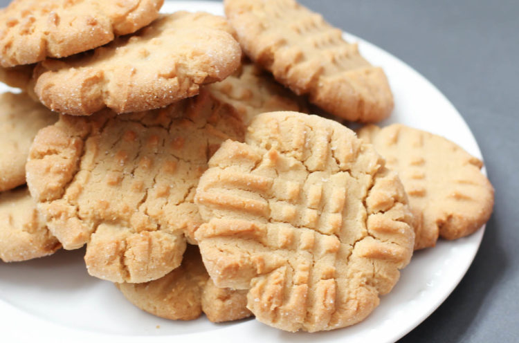 Old Fashioned Peanut Butter Cookies Recipe | @FoodMarriage